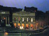 スフェリステーリオ劇場の広場